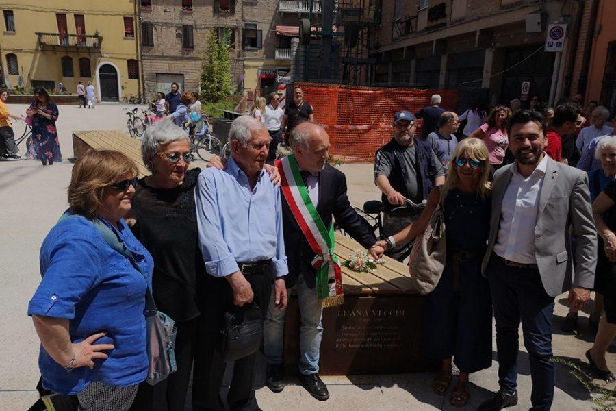 In ricordo di Luana Vecchi: un'incisione nella rinnovata Piazza Verdi