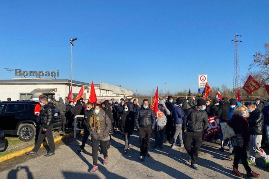 Sciopero ad oltranza in Fox Bompani: gli interventi di Zagatti e di Fiom Cgil
